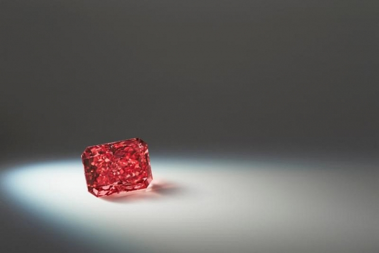 Extremely rare red diamond heads to auction
